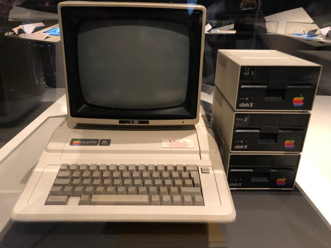 A 1977 Vintage Macintosh Apple II Computer